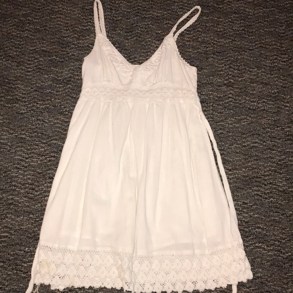 Dresses & Skirts - White dress with lace embellishment